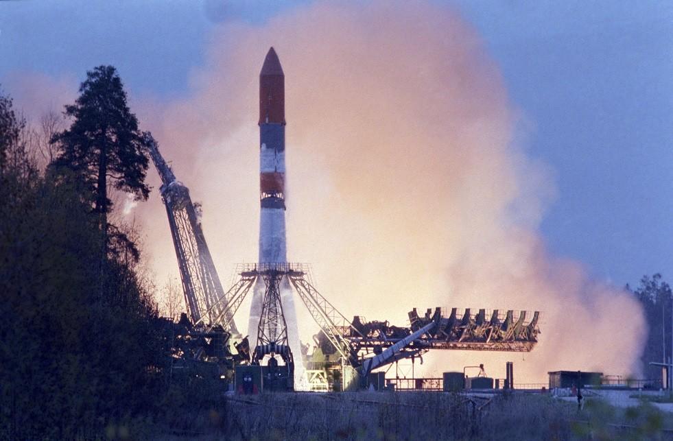 صورة أرشيفية لعملية إطلاق من مطار بليستسك الفضائي الروسي