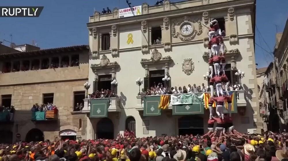 انهيار برج بشري في مهرجان كاتالونيا التقليدي