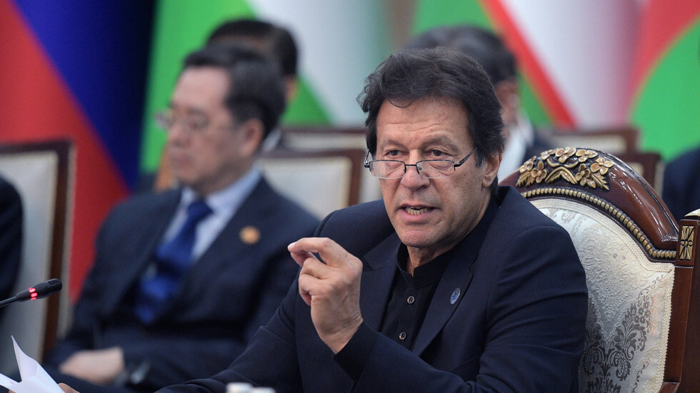 رئيس وزراء باكستان يحذر من خطر اندلاع حرب نووية مع الهند