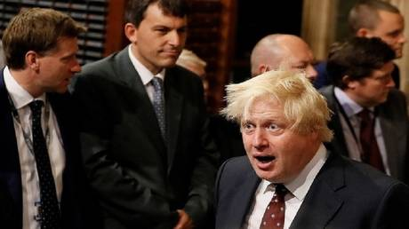 جونسون يدعو الاتحاد الأوروبي إلى إلغاء البند المتعلق بالحدود الإيرلندية