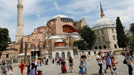 اختفاء سائحة سعودية في تركيا يثير القلق