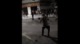 تطور خطير.. إطلاق نار بالرشاشات ضد الدرك الأردني في مدينة الرمثا (فيديو)