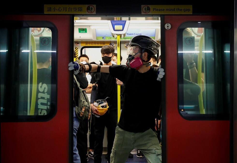 تعليق حركة القطارات إلى مطار هونغ كونغ بعد تهديد المحتجين