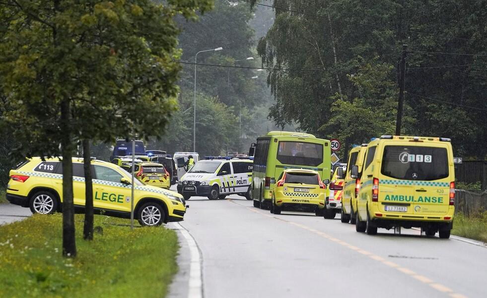 سيارات إسعاف وبوليس في النرويج - أرشيف
