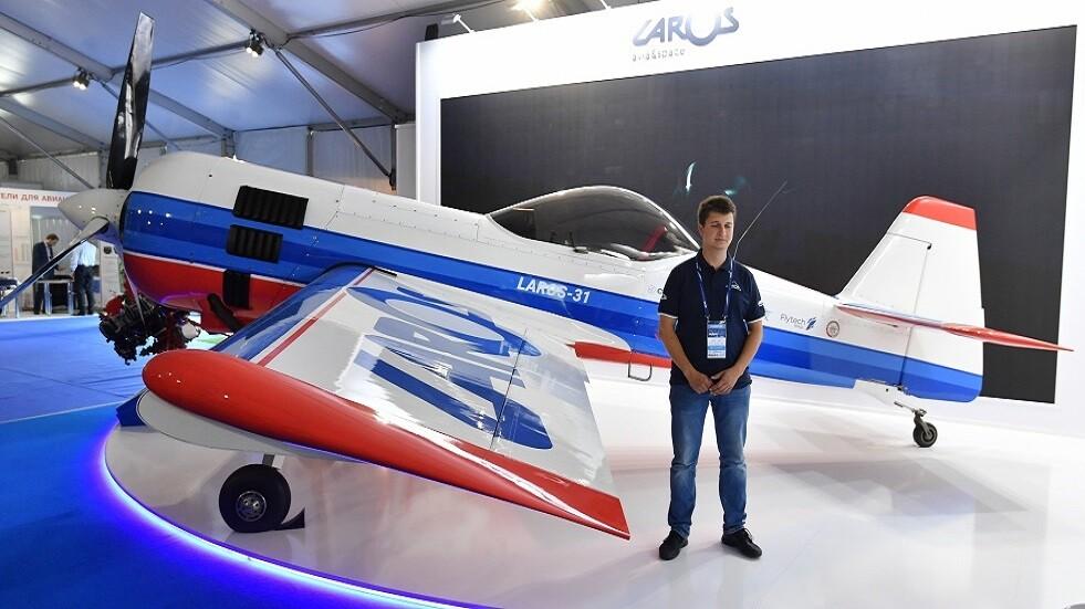 الطائرة الرياضية والأكروباتية الجديدة LAROS-31.