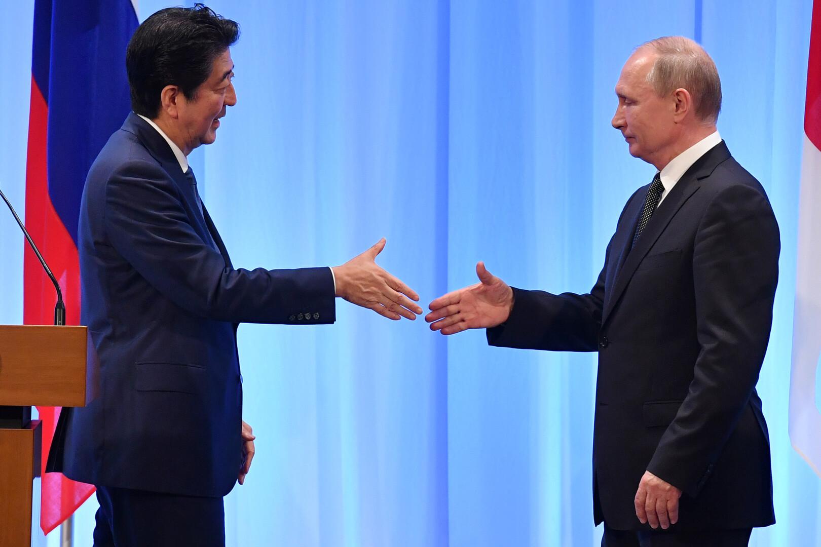 رئيس وزراء اليابان يعتزم لقاء بوتين في منتدى فلاديفوستوك