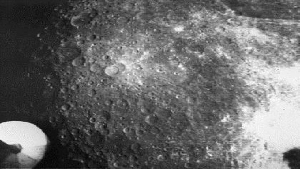 اكتشاف مادة غريبة على الجانب البعيد للقمر