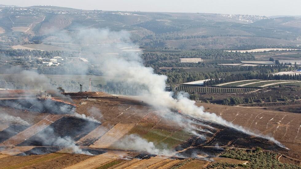 حرائق في حقول بلدة مارون الراس في لبنان نتيجة قصف إسرائيلي