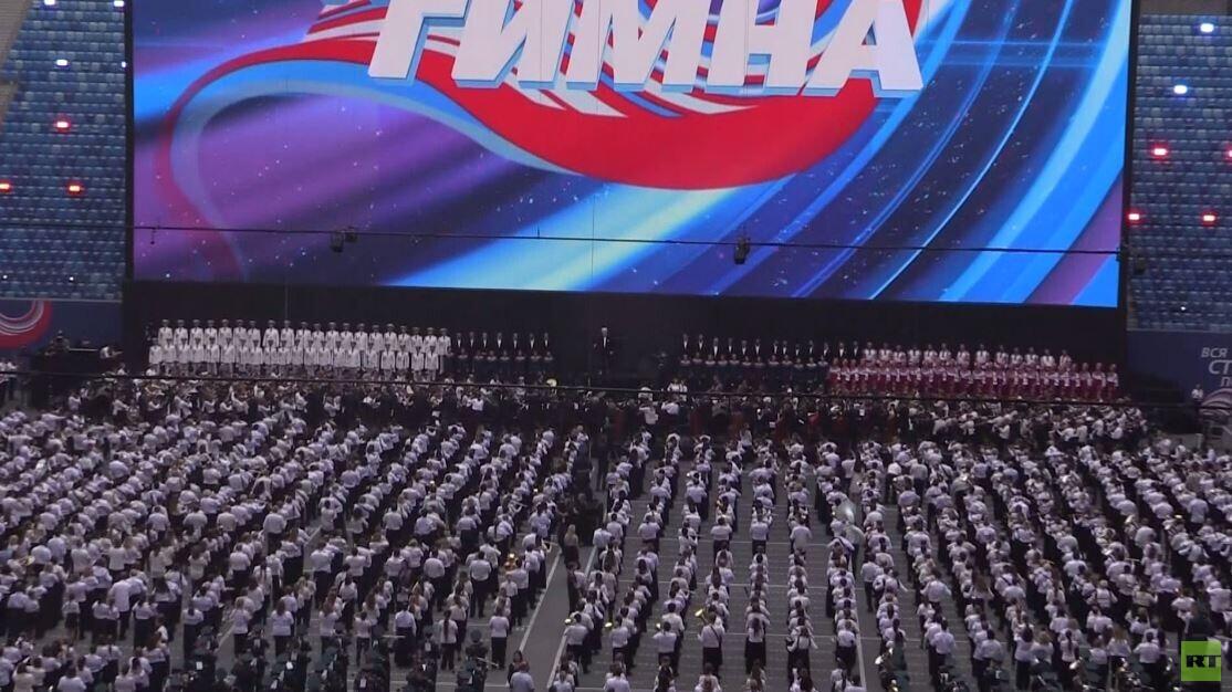 شاهد.. أكثر من 8000 موسيقي يسجلون رقما قياسيا في بطرسبورغ الروسية