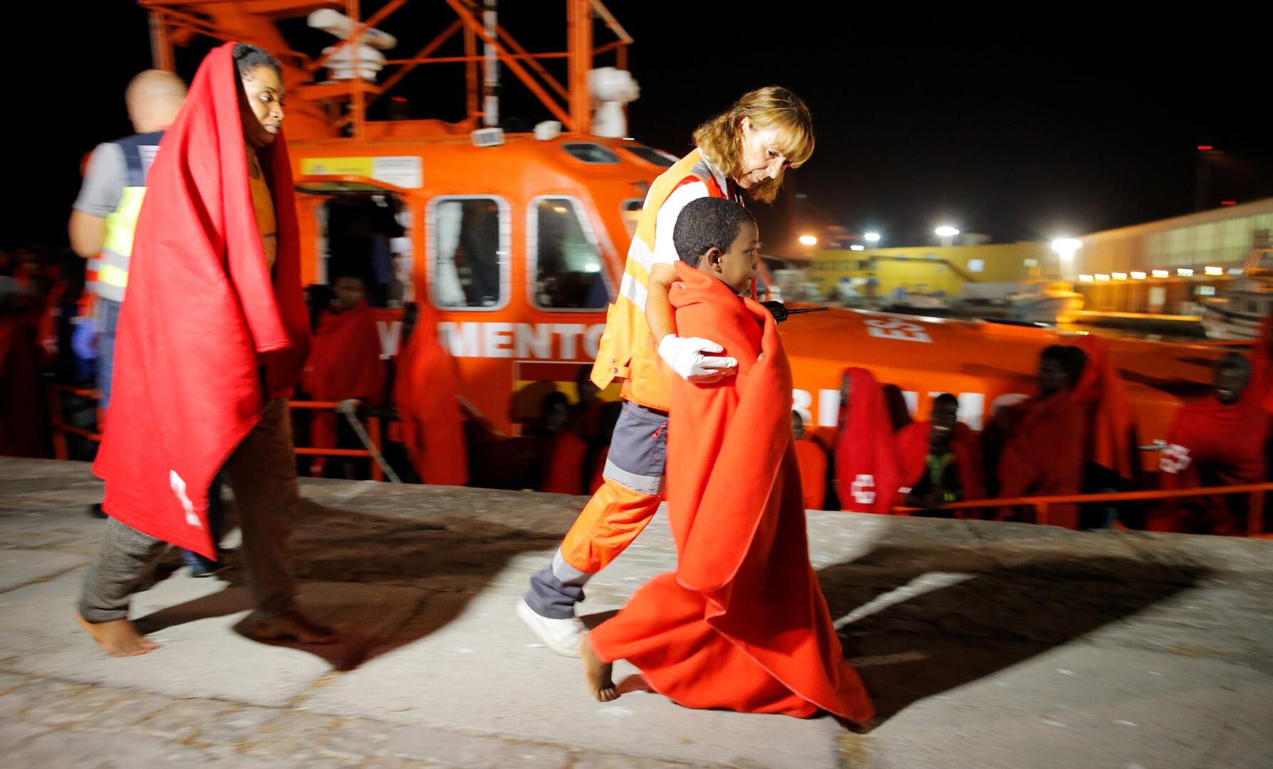 إسبانيا تنقذ قرابة 200 مهاجر في البحر المتوسط