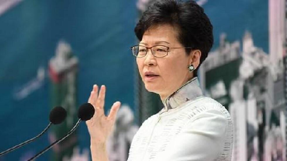 رئيسة هونغ كونغ تدحض تقريرا عن احتمال استقالتها لحل الأزمة بالمدينة