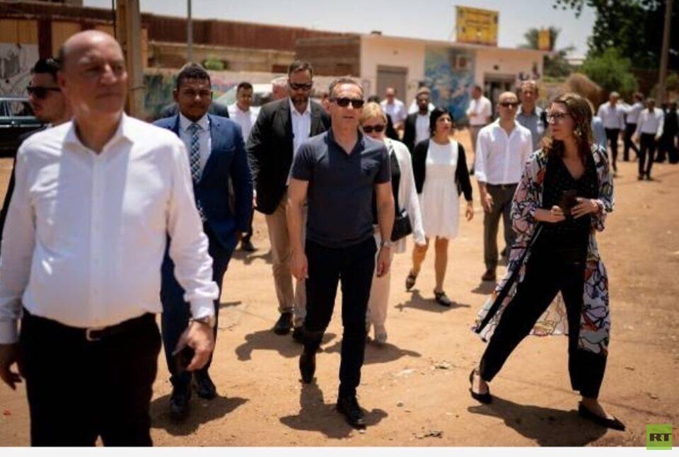 وزير الخارجية الألماني يتجول في ساحة الاعتصام بالخرطوم (فيديو + صور)