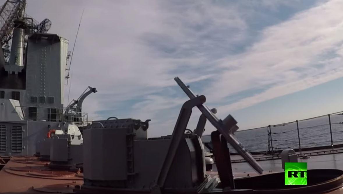سفن روسية تطلق صواريخ