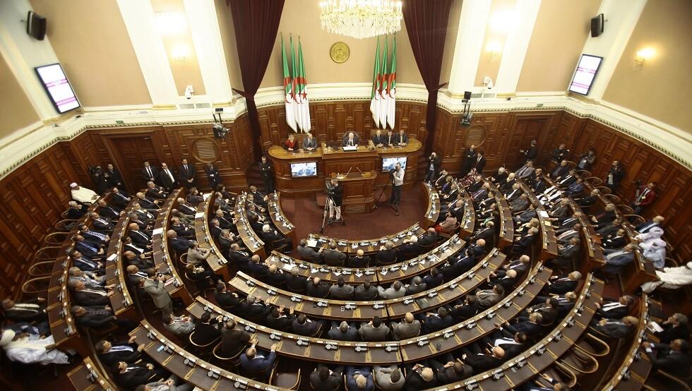 وزارة العدل الجزائرية تطلب رفع الحصانة البرلمانية عن 3 نواب