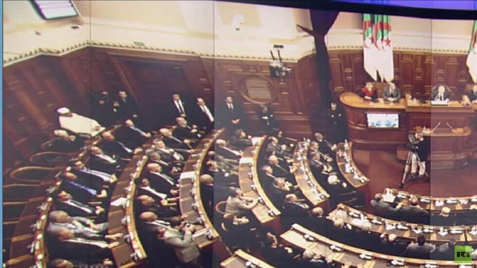 رئيس البرلمان الجزائري يدعو إلى حوار جاد