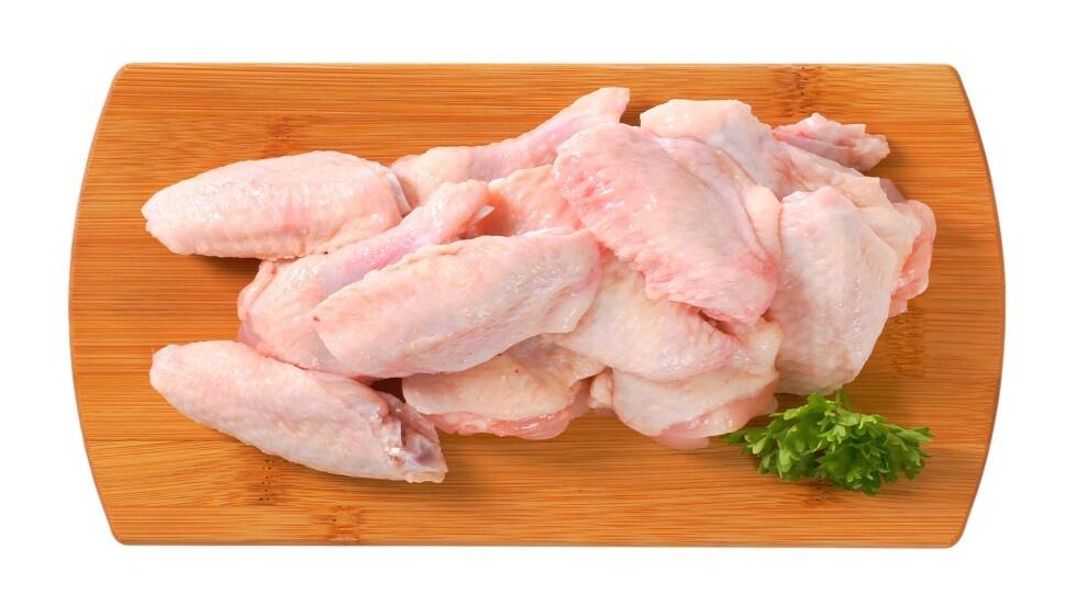 العلماء يحذرون من خطورة غسل اللحوم قبل طبخها