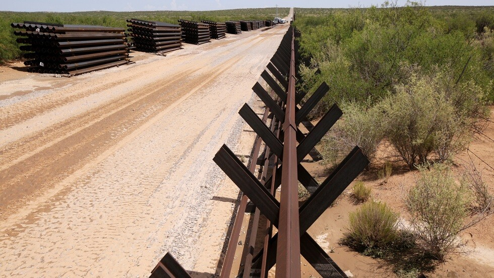 الجدار العازل بين الولايات المتحدة والمكسيك