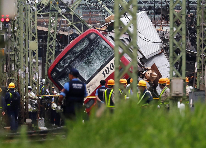 مقتل السائق وإصابة 34 آخرين بعد تصادم قطار وشاحنة في اليابان