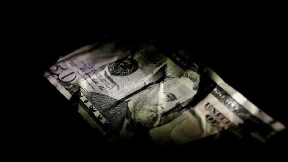 الدولار يتراجع في مصر