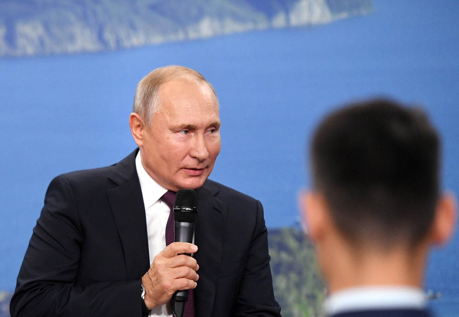بوتين: نخطط لتعزيز وحدات مكافحة المخدرات