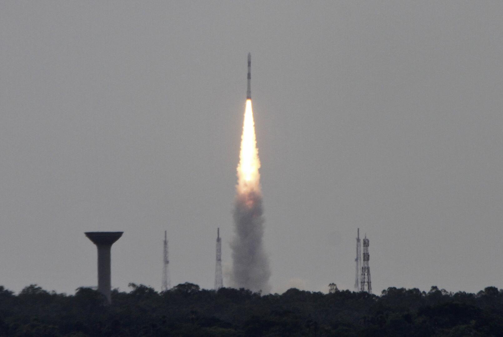 الهند تفقد الاتصال بمركبة غير مأهولة أرسلتها إلى القمر