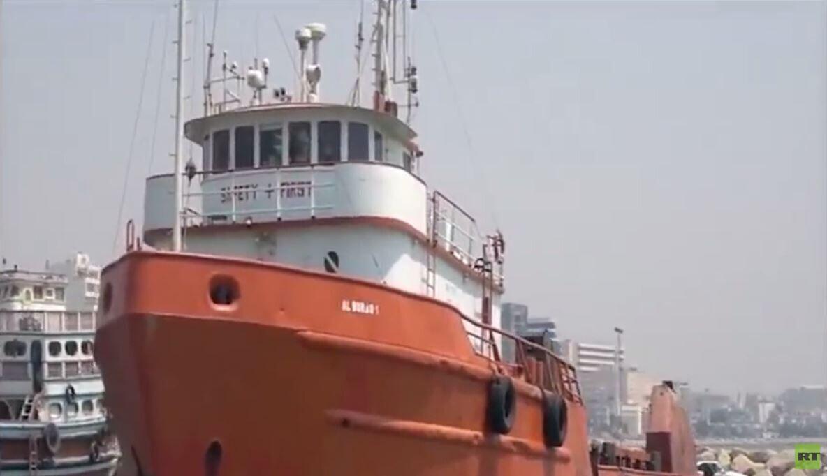 لحظة احتجاز البحرية الإيرانية لسفينة أجنبية جديدة