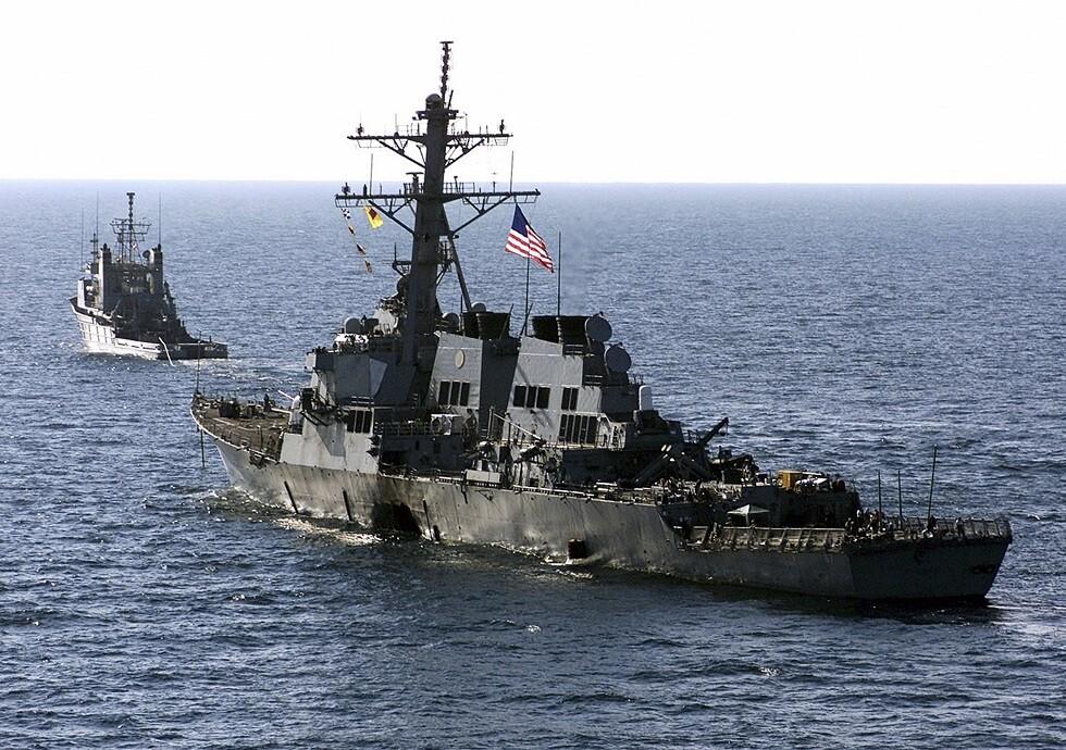 أسطول أمريكي في البحرين يتلقى بلاغا بـ