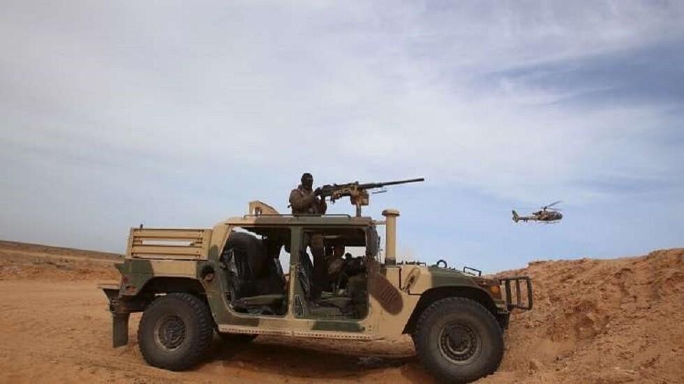 القوات التونسية توقف 12 سودانيا بالمنطقة الحدودية العازلة مع ليبيا