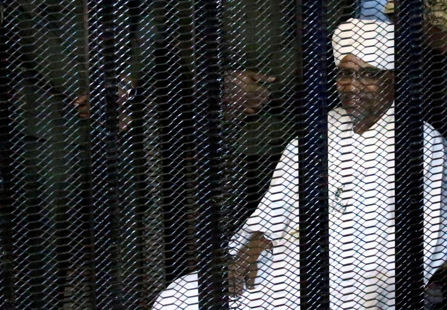 صورة من جلسة محاكمة الرئيس السوداني المعزول، عمر البشير، يوم 26 أغسطس 2019.
