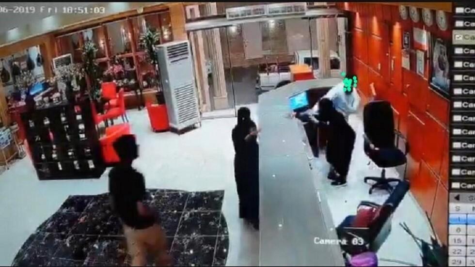 السعودية.. النيابة العامة تباشر التحقيق في واقعة فندق صبيا (فيديو)