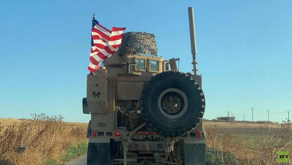شاهد.. قافلة من المدرعات الأمريكية تجوب المنطقة الآمنة شمالي سوريا