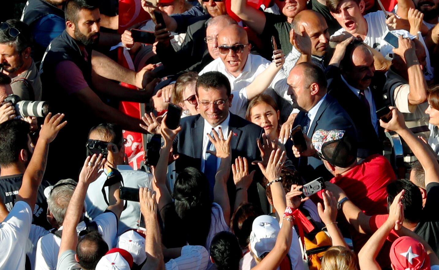 بعد تحذير أوروبي.. الحكومة التركية تنفي نيتها عزل عمدة اسطنبول المعارض