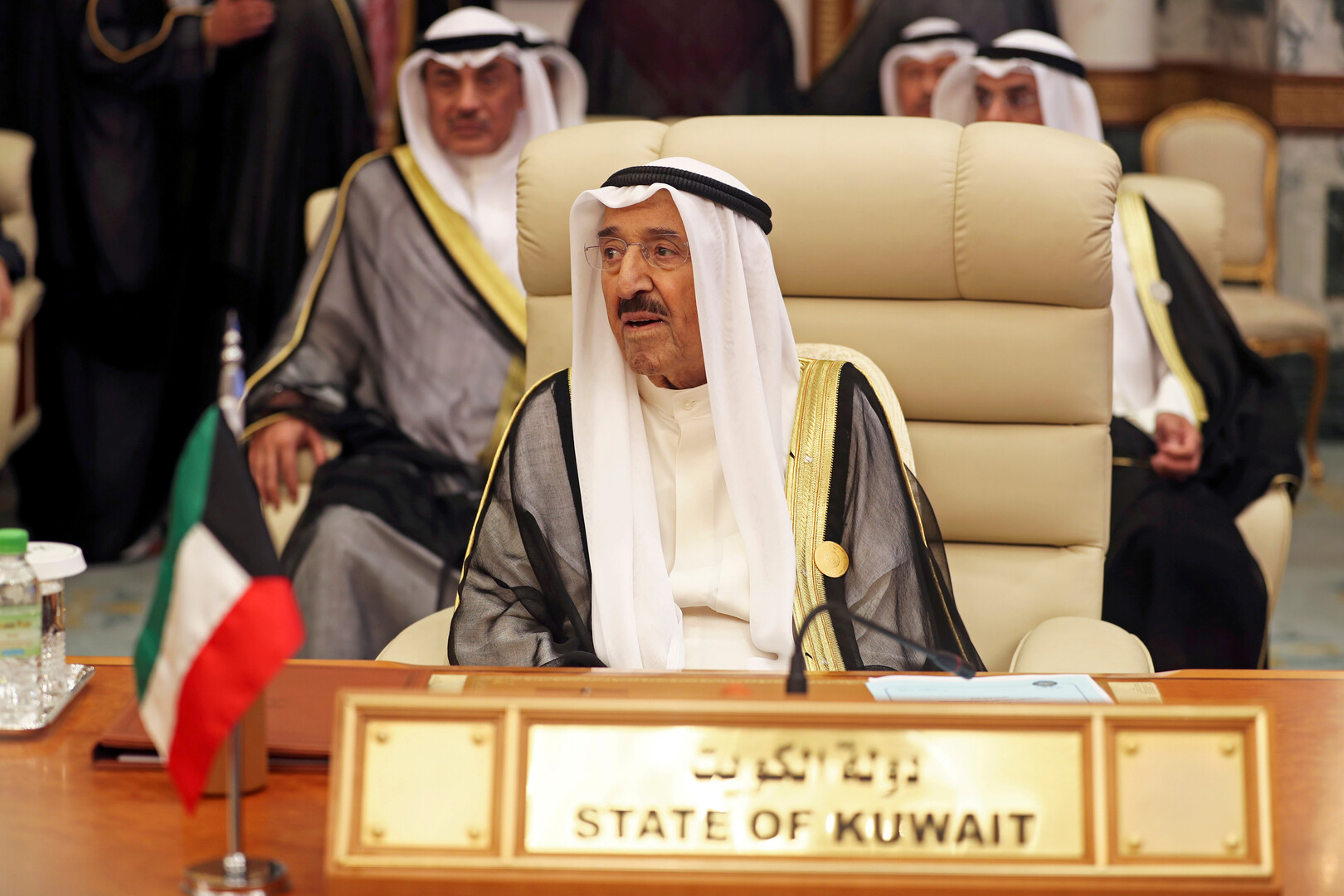 أمير الكويت يغادر المستشفى بعد إجراء فحوص طبية مطمئنة