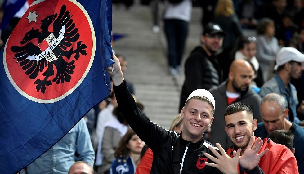 الرئيس الفرنسي يعتذر لألبانيا بسبب النشيد في تصفيات