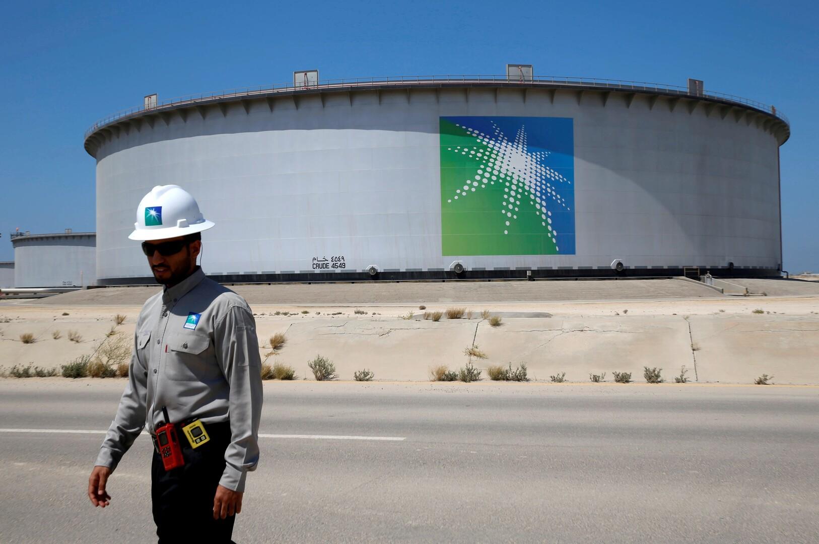 النفط يصعد بعد تطمينات سعودية