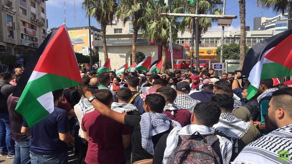 مسيرة غاضبة في رام الله بعد وفاة الأسير بسام السايح (صور)