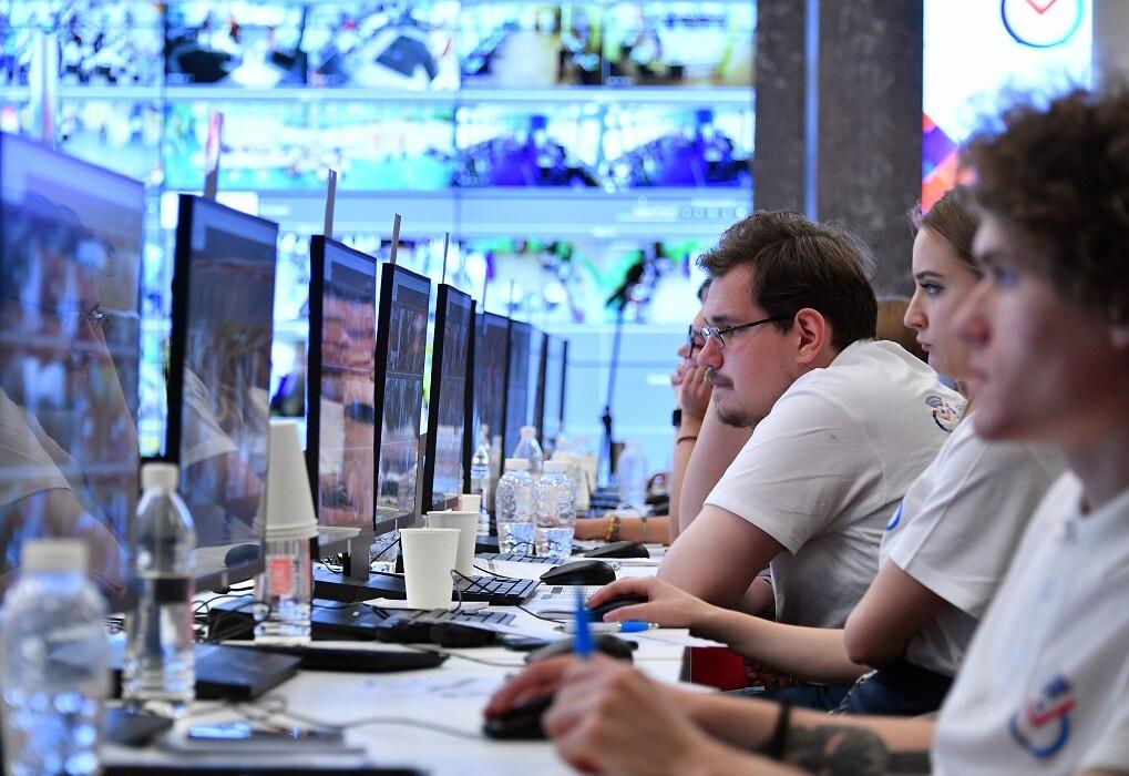 عاملو مركز مراقبة انتخابات المجلس البلدي في موسكو