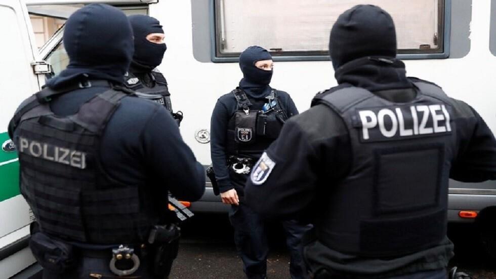 التحقيق مع متدربين في الشرطة الألمانية بسبب دردشة عنصرية