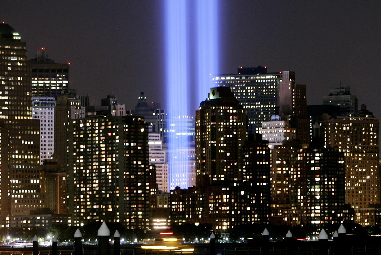 على هامش ذكرى هجمات 11 سبتمبر.. برجا الضوء التوأمان والطيور المهاجرة!