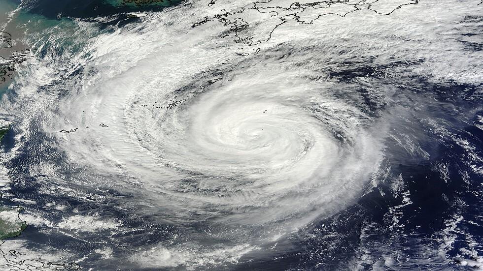 شاهد قوة الإعصار العنيف الذي ضرب طوكيو