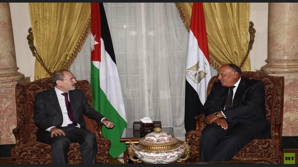 وزير الخارجية المصري يلتقي نظيريه الأردني والإماراتي في القاهرة