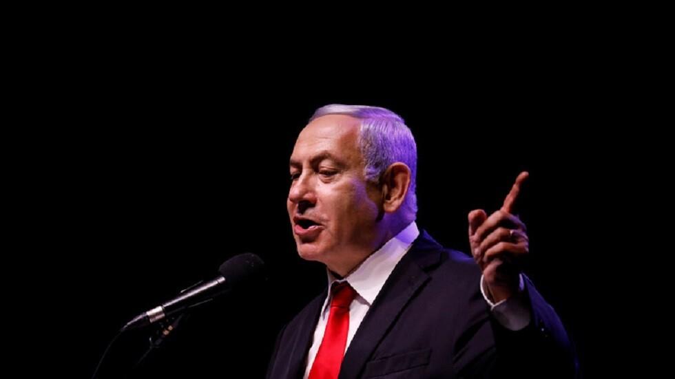 بالفيديو.. لحظة هروب رئيس وزراء إسرائيل بنيامين نتنياهو من قاعة في أسدود عقب تعرضها لقصف فلسطيني
