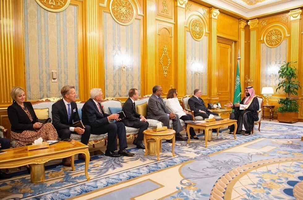 ولي العهد السعودي يلتقي رئيس وفد القيادات المسيحية الإنجيلية (صور)