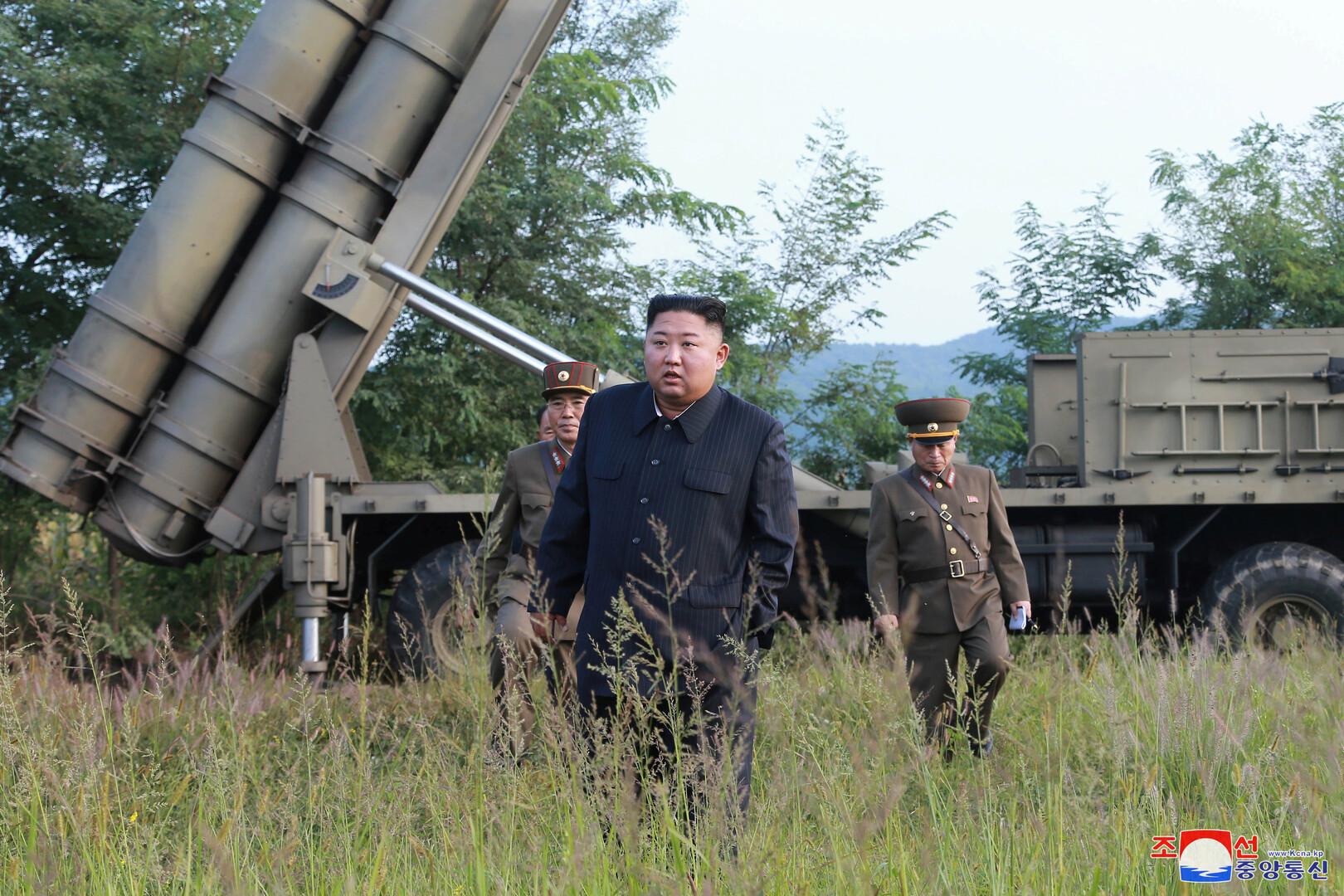 كيم جونغ أون يشرف على اختبار راجمة صواريخ عملاقة متعددة الفوهات (صور)