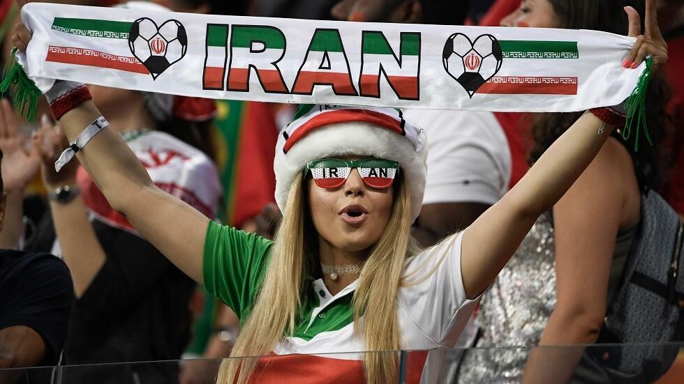 مشجعة إيرانية تحرق نفسها لتفتح أبواب ملاعب كرة القدم لمواطناتها