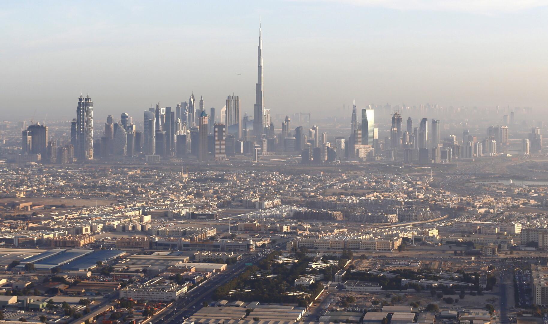 الشرطة الإماراتية تكشف حقيقة فيديو صناديق الدولارات