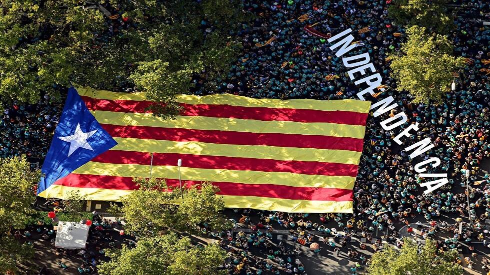مئات الآلاف يخرجون في المسيرة السنوية للانفصاليين في كتالونيا