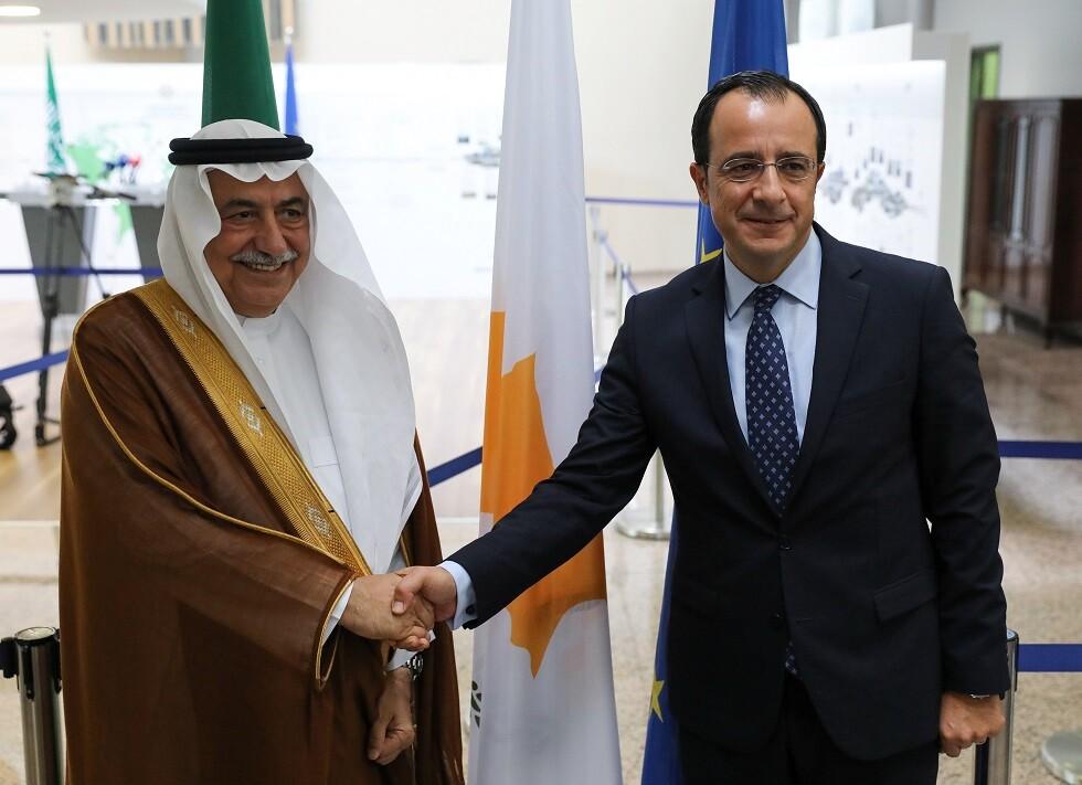 وزير الخارجية السعودي أثناء زيارة تاريخية لقبرص: ندعم سيادتها ومشروعيتها