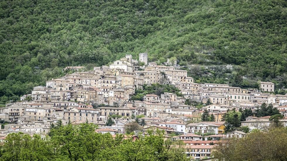 منطقة إيطالية تقدم 25 ألف يورو لمن ينتقل للعيش في إحدى قراها المذهلة!