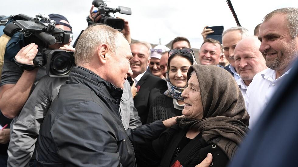 بوتين يفي بوعده ويشرب نخب انتصار داغستان (فيديو)